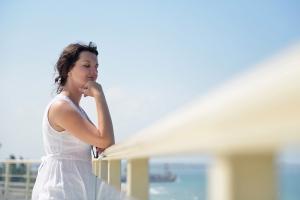 Life coach geeft tips om minder stress te ervaren.