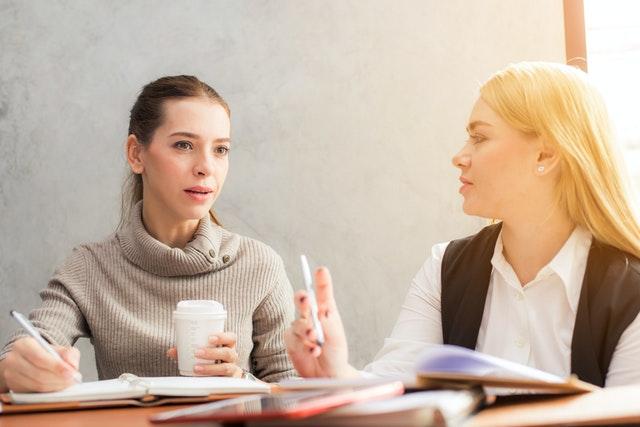 Hoe je anderen overtuigt en ja laat zeggen op je vraag: de technieken om te beïnvloeden en te onderhandelen