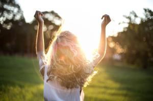 Gelukkig zijn: waarom plezier alleen niet gelukkig maakt